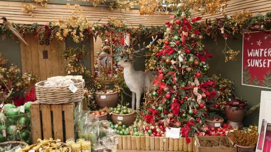 фото новогодних украшений в оптовой торговой точке